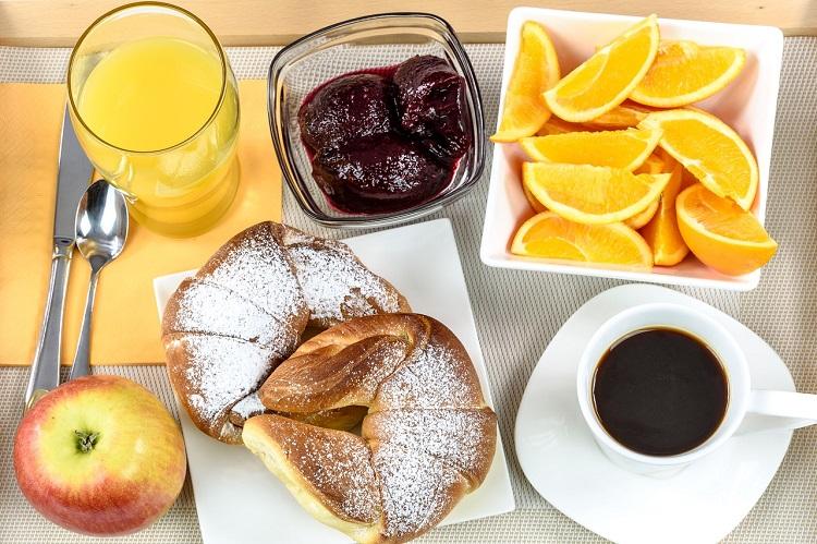 reservar-hotel-online-com-melhor-preco-cafe