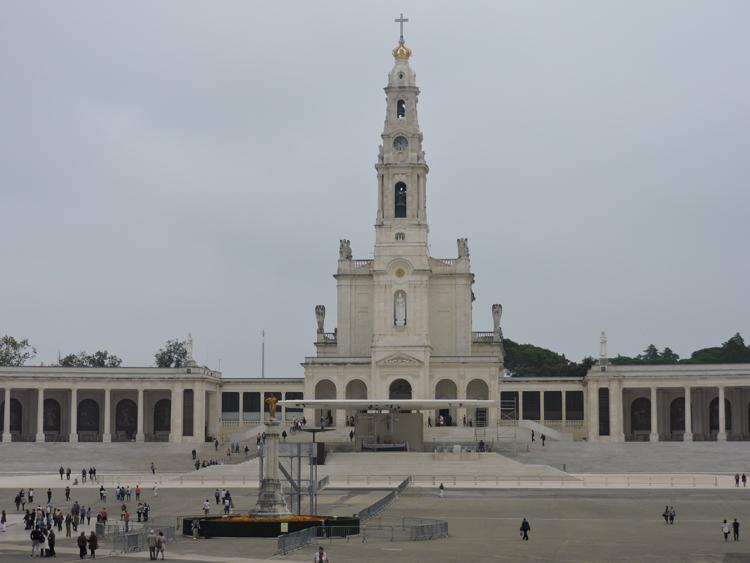 passeios-bate-e-volta-de-lisboa-fatima-portugal-casa-pastores-catedral