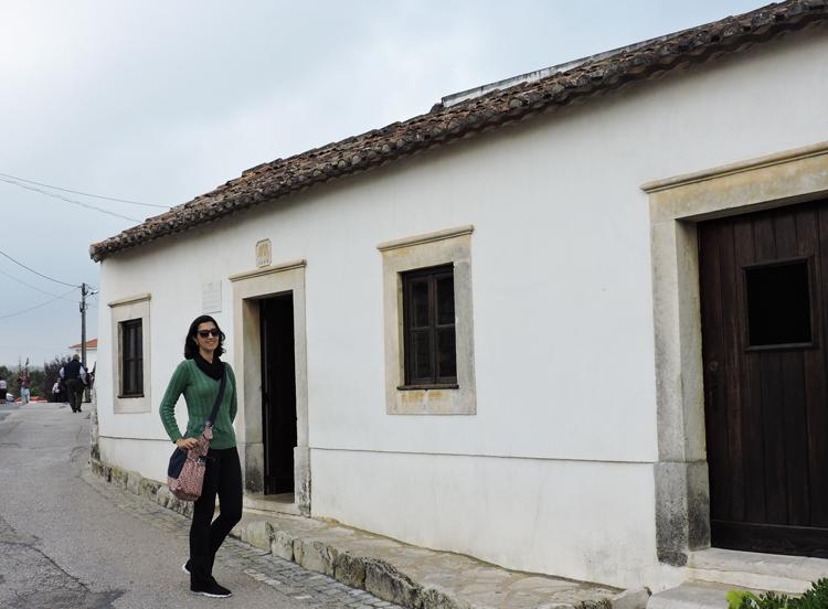 passeios-bate-e-volta-de-lisboa-fatima-portugal-casa-pastores-frente