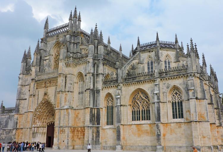 passeios-bate-e-volta-de-lisboa-mosteiro-batalha-portugal