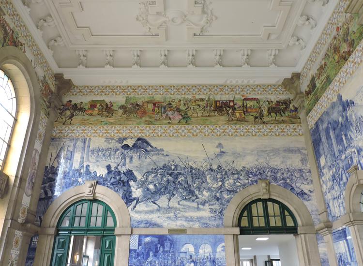 cidade-do-porto-portugal-estacao-sao-bento-dentro