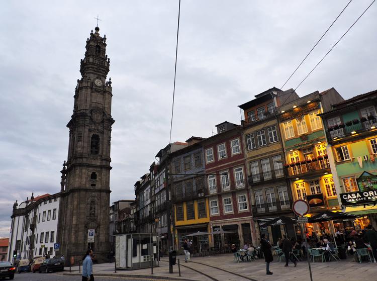 cidade-do-porto-portugal-torre-dos-clerigos