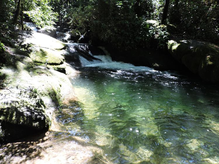 cachoeiras-penedo-rio-de-janeiro-esmeraldas