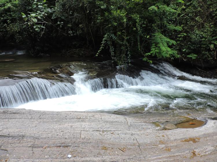 tres-cachoeiras-penedo