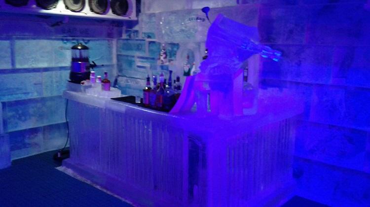 bar-de-gelo-rio-de-janeiro-balcao
