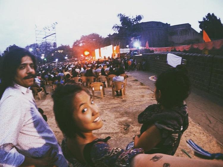 viajar-sozinha-leticia-india-festival-pune