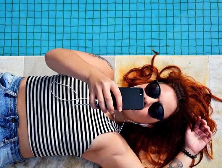 mulheres-viajam-sozinhas-musicas-playlist
