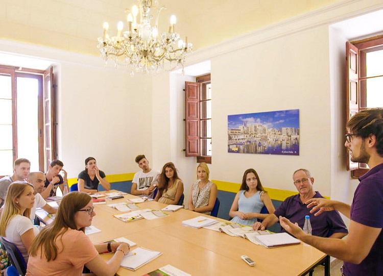 estudar-ingles-exterior-malta-aulas