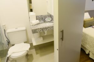 onde-ficar-em-vila-velha-hotel-bristol-itaparica-banheiro