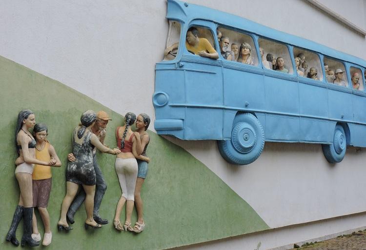 visita-guiada-ao-inhotim-obra-mural