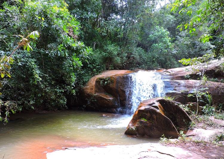 brumadinho-alem-de-inhotim-cachoeira