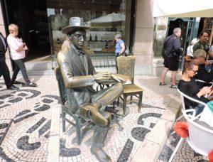 lisboa-fernando-pessoa-lugares-estatua