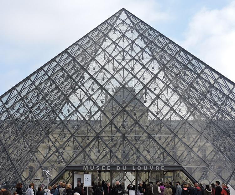 louvre-de-graca-piramide