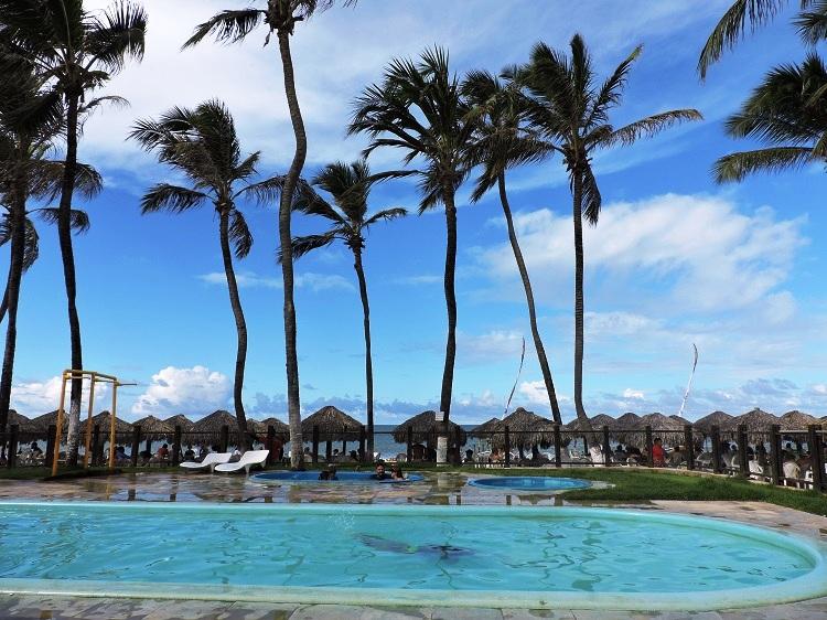 praia-de-cumbuco-fortaleza-piscina