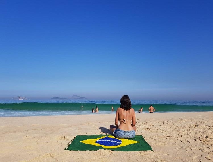 viajar-sozinha-para-praia-dicas