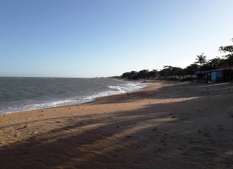 o-que-fazer-em-aracruz-es-barra-do-sahy-praia3