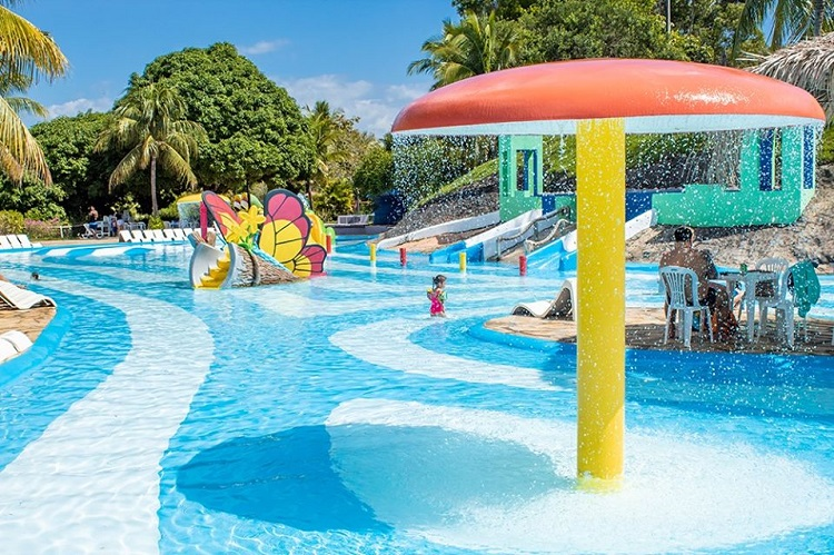 parques-aquaticos-brasil-acquamania-guarapari1