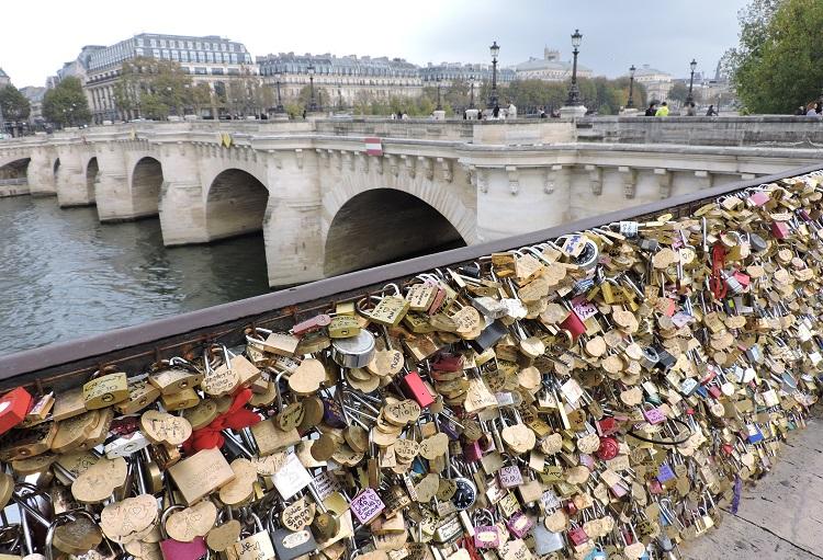 emily-em-paris-locais-filmagens-ponte-arts