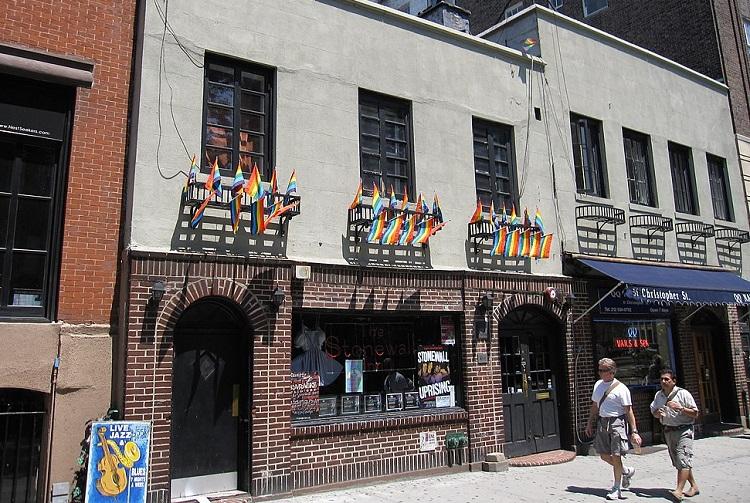orgulho-lgbt-stonewall-inn-nova-york
